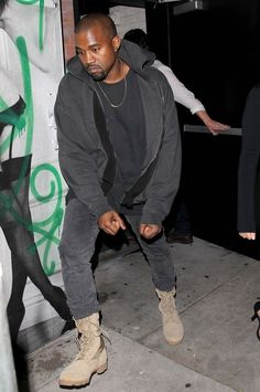 Advice needed on how to style pants with combat boots. Kanye West Outfits, Kanye West Style, Black Outfit Men, Yeezy Fashion, Men's Fashion, Yeezy Outfit, Boating Outfit, Mens Clothing Styles, Unisex