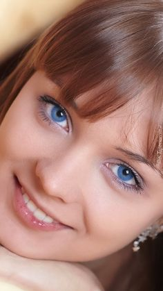You have Beautiful eyes your cute Most Beautiful Faces, Beautiful Girl Image, Stunning Eyes, Gorgeous Eyes, Beautiful Redhead, Pretty Eyes, Beautiful Smile, Cool Eyes, Beautiful Women