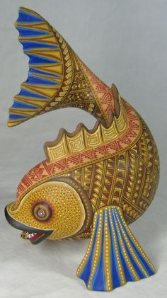 Solmar Imports - Mata Ortiz, Juan Quezada, Casas Grandes Pottery and Oaxacan Wood Carvings - Alebrijes, Oaxacan Animals. Polymer Clay Kunst, Polymer Clay Sculptures, Clay Fish, Clay Design, Clay Animals, Mexican Folk Art, Fish Art, Wood Sculpture, Clay Creations
