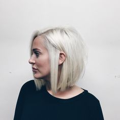 40 Super Chic Blunt Bob Hairstyles Silver blonde bob by Dominick Serna – Farbige Haare Round Face Haircuts, Hairstyles For Round Faces, Short Hairstyles For Women, Straight Hairstyles, Haircuts For Fat Faces, Bob Haircut For Round Face, Short Hair Cuts For Women, Short Hair Styles For Round Faces, Medium Hair Styles