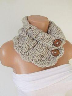 Modelo de bufanda de crochet en color marrón