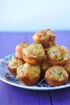 Savory and light mini muffins with kale, roasted butternut squash, sheep's milk feta and quinoa flour. perfect little snack (Pumpkin Spinach Muffin) Butternut Squash Muffins, Spinach Muffins, Savory Muffins, Roasted Butternut, Mini Muffins, Savory Snacks, Cheese Muffins, Kale Recipes, Vegetarian Recipes