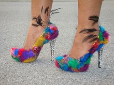 Mardi Gras Heels by BL Custom Shoes WOW! Who wants a shoe like this? Who want to drop jaws when you come in? High Heel Pumps, Pump Shoes, Shoe Boots, Hot Shoes, Stilettos, Custom Design Shoes, Custom Shoes, Crazy Shoes, Me Too Shoes