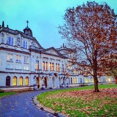 From our friends at Cardiff  @cardiffuni - Main Building Cardiff University : solvazquez87 #cardiffuni #cardiffuniversity #mainbuilding #cardiff #wales #study #education #tree #architecture #autumn #leaves #sky #goviewyou