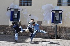 http://images.travelpod.com/users/thomaskelep...peru...street soccer!!!
