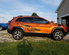 Jeep Cherokee Hood decal I can customize this decal Volkswagen R32, Jeep Cherokee Accessories, Jeep Trailhawk, Jeep Doors, 2006 Jeep Grand Cherokee, American Flag Decal, Best New Cars, First Time Driver, 4x4 Trucks