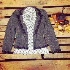 Camicia a pois con collo lungo a fiocco 38 euro, giacca con dettagli ricamati 40 euro!  #woodstockzambon   #vintage   #paris   #berlin