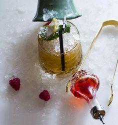 Aaahh come on ... RASPBERRİES  EXPLOSİON #bartenders #barman #barman #barmaid #miami ##mixed #mixing #mixology #mixologist #mixologybar #alcohol #alchemy #alchemist #cocktail #colorful #cocktailbar #cocktailfantasy #bebek #bar #bıtter #nice #homemade #drink