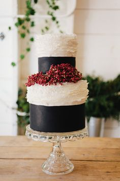 Elegant black tie cake: http://www.stylemepretty.com/california-weddings/2015/04/22/peach-rustic-boho-wedding-inspiration/ | Photography: Maraluce - http://www.maraluce.com/