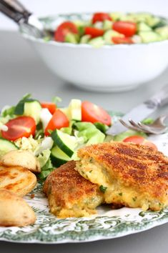 Cheese schnitzel with garden herbs, potatoes and salad - Francesca Boils Veggie Recipes, Vegetarian Recipes, Healthy Recipes, Good Food, Yummy Food, Fries In The Oven, Food Inspiration, Easy Meals, Food And Drink