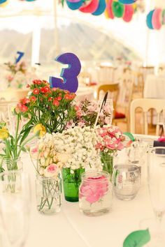 If you're planning DIY wedding flowers for your big day, then follow our handy dos and don'ts and you can create gorgeous flowers that your guests will love