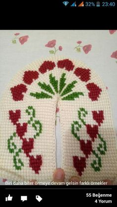 This Pin was discovered by Esr Tunisian Crochet, Knit Or Crochet, Knitted Slippers, Baby Booties, Tatting, Needlework, Christmas Sweaters, Diy And Crafts, Crochet Patterns