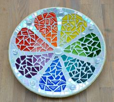 Glass mosaic rainbow lemon dish by mimosaico on Etsy Mosaic Birdbath, Mosaic Tray, Mosaic Pots, Mosaic Glass, Mosaic Tiles, Glass Art, Easy Mosaic, Mosaic Crafts, Mosaic Projects