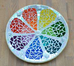Hoi! Ik heb een geweldige listing gevonden op Etsy https://www.etsy.com/nl/listing/154783108/glas-mozaiek-schaal-regenboog-citroen