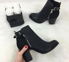 Sneakers Mujer Looks 18 Ideas - Elegante Schuhe Heeled Boots, Bootie Boots, Ankle Boots, Shoe Boots, Dream Shoes, Crazy Shoes, Cute Shoes, Me Too Shoes, Shoes Sneakers