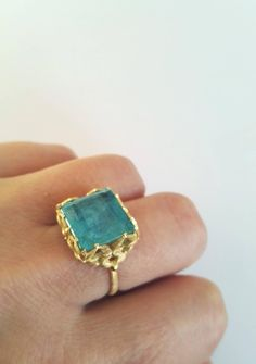 In creating your own wedding event ring you can individualize the design to fit your tastes and even include secret signs or messages to each other. Unique Ring Designs, Unique Rings, Gems Jewelry, Jewelry Accessories, Jewelry Box, Ring Bracelet, Ring Ring, Bracelets, Aquamarine Gold Ring