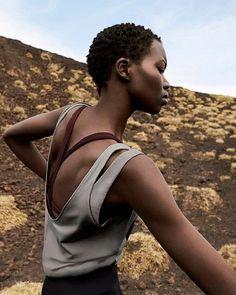 Reposting @clientissimo: 🔝 #Etna, la nueva colección #fitness de #Oysho para el otoño 2017  Etna es una colección perfecta para las mujeres que disfrutan de la moda, la naturaleza y el deporte al aire libre, que ofrece leggings, tops, camisetas, shorts, monos asimétricos, chaquetas y zapatillas deportivas.  #moda #fit #clientissimo #trendy #otoño #style #picoftheday #sport #fitgirl #fitclothes #fitwoman #fashion #nature