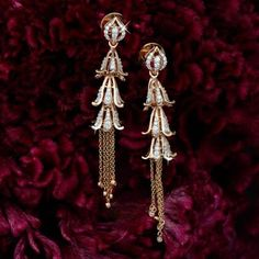 Gold Jewelry Design In India Info: 6089262331 Gold Jhumka Earrings, Jewelry Design Earrings, Gold Earrings Designs, Emerald Earrings, Ear Jewelry, Bridal Jewelry, Jewelery, Emerald Bracelet, Gold Designs
