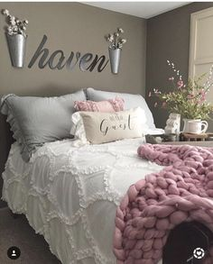 Little ruffled duvet cover.