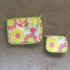 Clinique Makeup Bag Set 1 big bag & 1 little bag by Clinique. Stand own own. Big one is very spacious & the smaller one is extremely compact. Zippers in perfect working order. Like brand new. Never been used. Perfect condition.                                                                        NO TRADES                                               NO LOW BALLING                                       NO PAYPAL Clinique Bags Cosmetic Bags & Cases