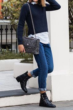Beautiful and elegant ankle boots for the women of today Are you curious about black ankle boots or may be even about brown ankle boots. Read internet site above simply click the link for further options :Gorgeous women's ankle boots. Flat Boots Outfit, Biker Boots Outfit, Ankle Boots Outfit Winter, Winter Boots Outfits, Casual Winter Outfits, Winter Fashion Outfits, Look Fashion, Ankle Boot Outfits, Black Flats Outfit