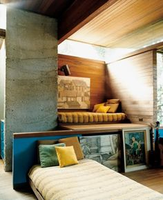 This is some kind of uncommon loft / nook