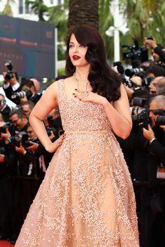 Aishwarya-Rai-The-BFG-Premiere-Cannes-International-Film-Festival-Red-Carpet-Fashion-Elie-Saab-Couture-Tom-Lorenzo-Site (3)