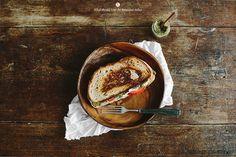 Hot-Sandwich mit Pesto, Tomaten und Mozzarella