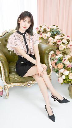 Japanese Fashion, Korean Fashion, Celebrity Dresses, Celebrity Style, Clear Strap Heels, Sakura Miyawaki, Cute Fairy, Fandom, Japanese Girl Group