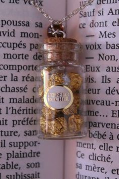Ferrero Rocher Chocolates in a Glass Bottle Necklace by Avenue-Des-Fantaisies Bottle Jewelry, Bottle Charms, Bottle Necklace, Potion Bottle, Diy Bottle, Bottle Art, Miniature Bottles, Miniature Crafts, Crea Fimo