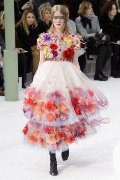 Chanel HC SS 2015 #ChanelHauteCouture #SpringSummer2015 Visit espritdegabrielle...   L'héritage de Coco Chanel #espritdegabrielle