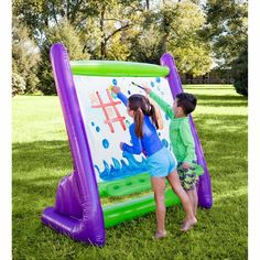 Little Picasso's create their very own masterpieces with this inflatable easel that's large design provides plenty of room for them and their friends to draw. Simply hose the paint off the surface when they're all finished. Cedar Playhouse, Cardboard Playhouse, Things That Bounce, Cool Things To Buy, Fun Things, Rainy Day Activities, Summer Activities, Toddler Activities, Free Activities