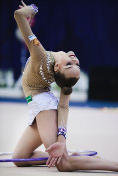 Dina/Arina Averina, Russia, hoop 2015