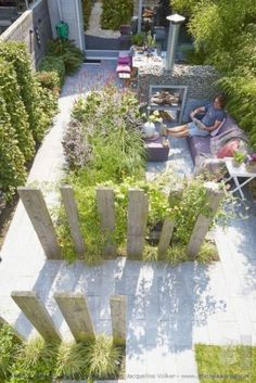 Urban Garden Design Here is a gallery of Backyard Garden Ideas (with photos) that will inspire you this year. From small to large garden spaces you'll be sure to find your next project. Small Backyard Landscaping, Backyard Garden Design, Modern Backyard, Small Garden Design, Landscaping Ideas, Backyard Ideas, Terraced Backyard, Backyard Pergola, Garden Pool