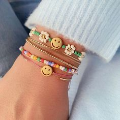 Dont worry be happy. Cute Jewelry, Beaded Jewelry, Jewelry Accessories, Handmade Jewelry, Handmade Bracelets, Diy Beaded Bracelets, Diy Fashion Accessories, Bold Jewelry, Gold Bracelets