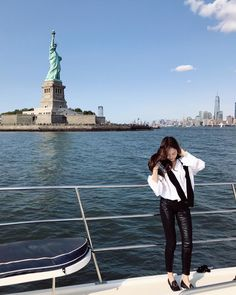 SNSD Jessica Jessica Jung's gorgeous pictures from New York Jessica & Krystal, Krystal Jung, Become A Fitness Model, Jessica Jung Fashion, Ex Girl, Instyle Magazine, Cosmopolitan Magazine, How To Look Handsome, Types Of Girls