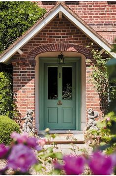 The best front door colours of spring 2019 Best Front Door Colors, Best Front Doors, Green Front Doors, Front Door Paint Colors, Exterior Front Doors, Painted Front Doors, House Paint Exterior, The Doors, Little Greene Farbe