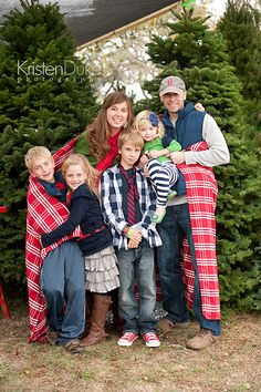 Family Picture Outfit Ideas, including color scheme ideas for your next family pictures! Great clothing ideas for Christmas card photos! KristenDuke.com