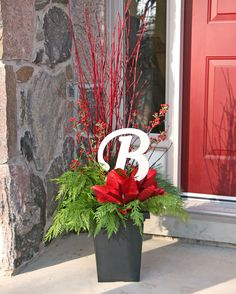 a830ec79a10 35 Fancy Outdoor Holiday Planter Ideas To Enliven Your Christmas Day -  GoodNewsArchitecture