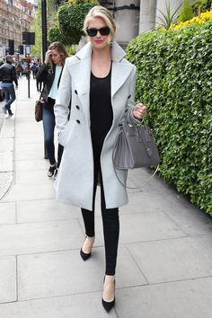 Kate Upton let her gray coat do the talking by wearing all black underneath.