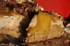 Tort aniversar cu mere si sos caramel