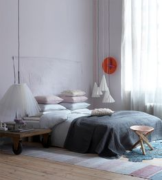 Piazzan: Sovrum inrett i smutsiga pasteller...