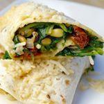 Af en toe een dagje zonder vlees is helemaal zo erg nog niet Zeker als deze wraps met spinazie en geitenkaas op het menu staan linkinbio wrap vegetarian