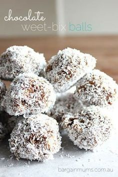These chocolate Weet-Bix balls contain only 4 ingredients, and like most of the recipes on our website are super simple to make. The only cooking involved is melting the chocolate! Baking Recipes, Dessert Recipes, Desserts, Coconut Recipes, Chocolate Weetbix Slice, Aussie Food, Australian Food, Cake Stall, Condensed Milk Recipes