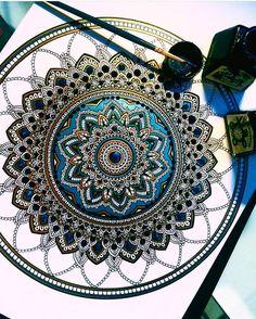 Murder and Rose – Une artiste dévoile de superbes mandalas colorés (image)