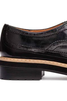 Brogues: Brogues in imitation leather with a shiny finish, with pointed toes, closed lacing, imitation leather linings and insoles, and chunky rubber soles. Heel 3.5 cm.