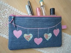"""Newest Cost-Free Pouch, pencil case, """"Jeans, hearts"""" by Lisas Geschenkfundgrube on DaWandafrom Ideas I enjoy Jeans ! And a lot more I want to sew my own personal Jeans. Next Jeans Sew Along I'm goi Denim Tote Bags, Denim Purse, Pencil Bags, Pencil Pouch, Denim Crafts, Diy Handbag, Sewing Leather, Patchwork Bags, Fabric Bags"""