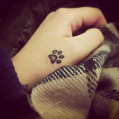 Tatuajes de patitas de perro                                                                                                                                                                                 Más
