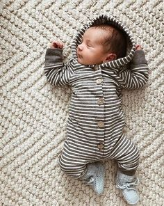 Baby clothes should be selected according to what? How to wash baby clothes? What should be considered when choosing baby clothes in shopping? Baby clothes should be selected according to … So Cute Baby, Baby Kind, Baby Tritte, First Baby, Camo Baby, Baby Gap, Baby Boy Fashion, Kids Fashion, Newborn Fashion