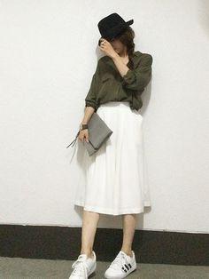 しまむらのカーキシャツで3通り着回し! - mamagirl | ママガール Chic Outfits, Midi Skirt, Normcore, Skirts, Summer, How To Wear, Style, Fashion, Moda